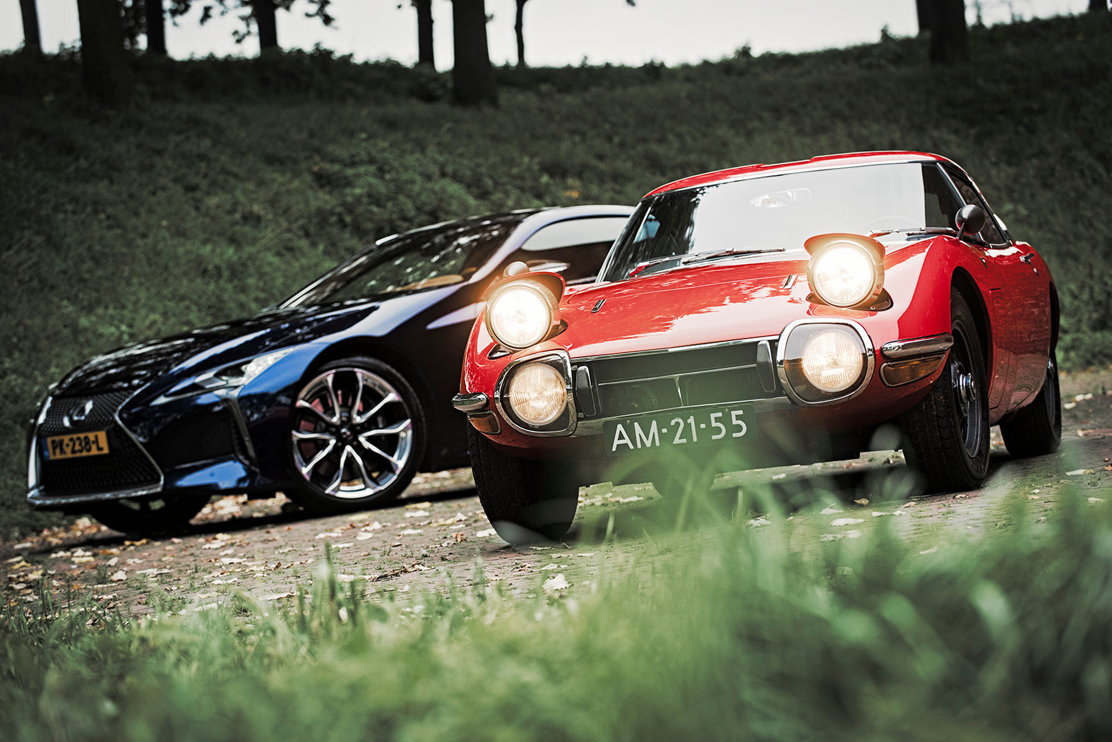 LEXUS LC500H vs TOYOTA 2000 GT