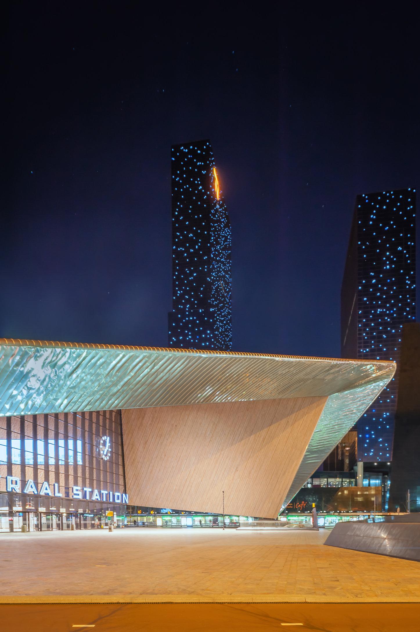 Rotterdam Centraal Station i.o.v. PropertyNL-Locus (Cover Nr 1)