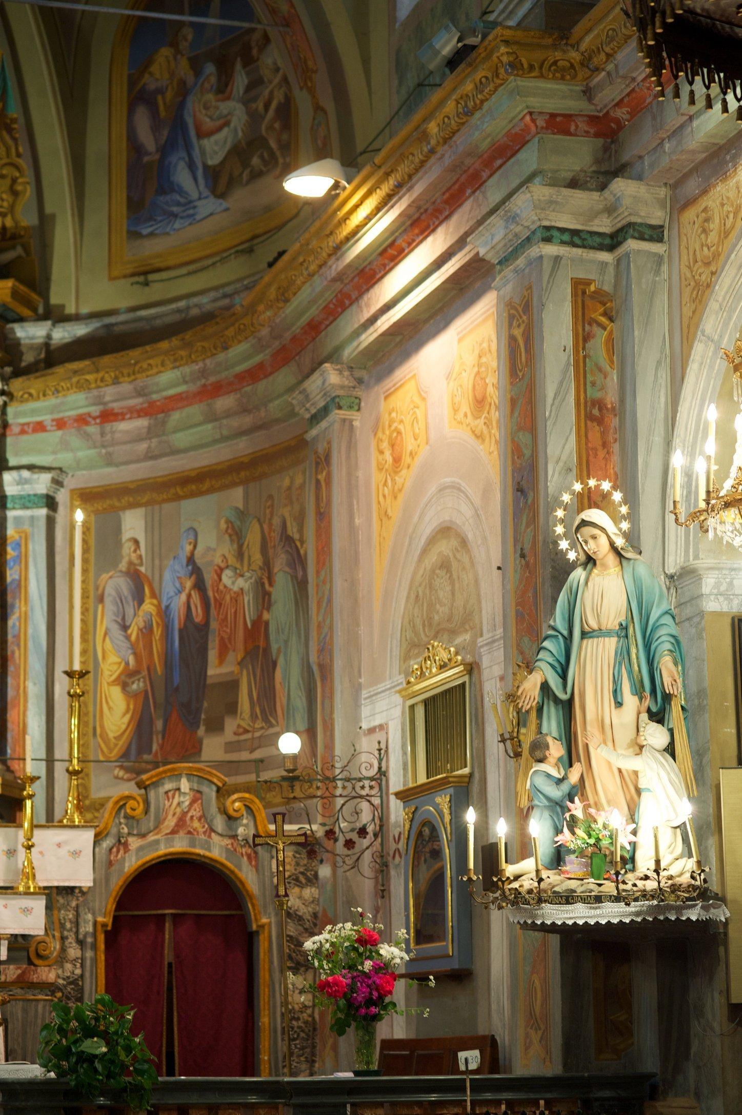 Virgin Mary, Alter Santa Maria