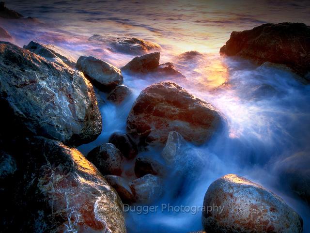 Waves_on_the_Rocks.jpg