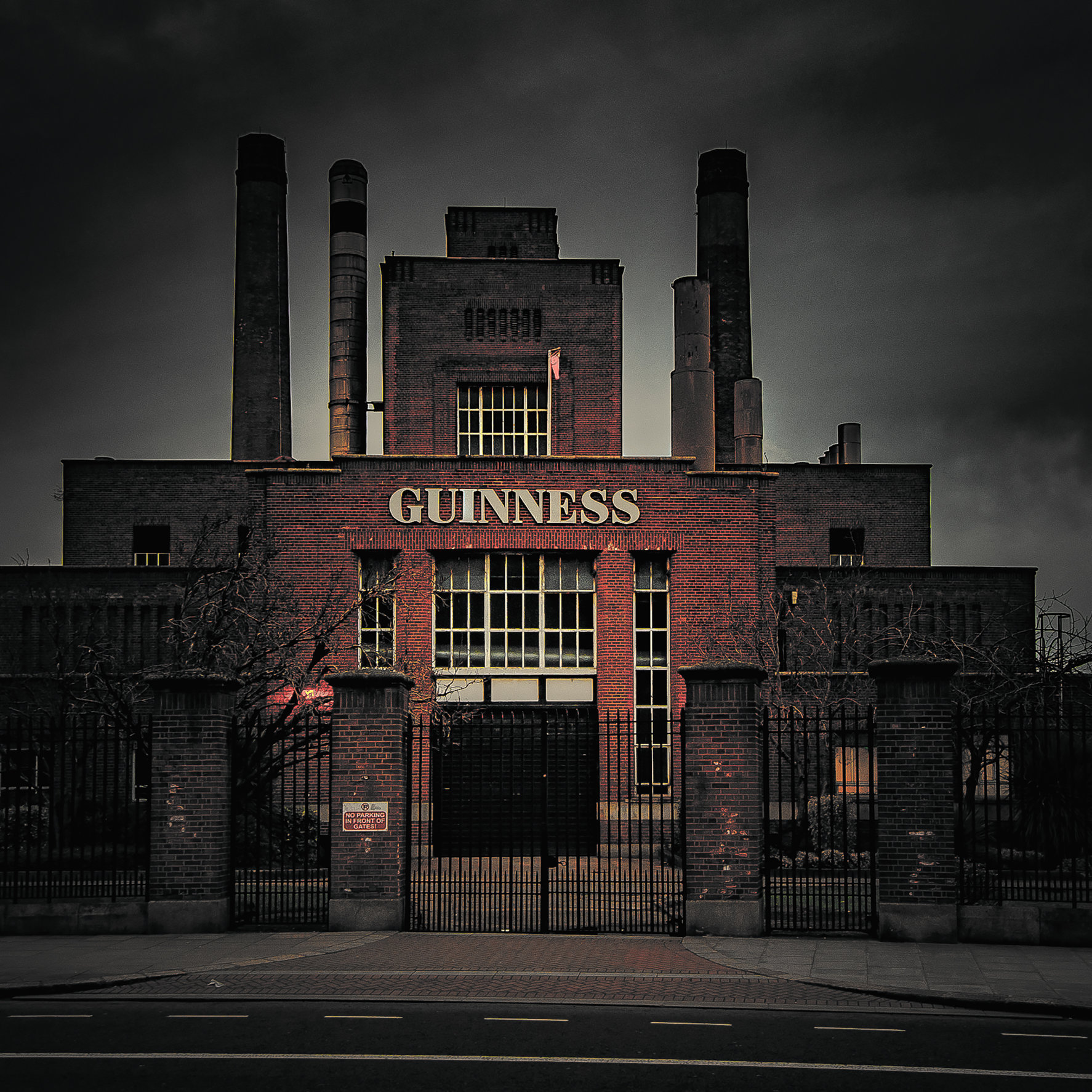 Guinness-1 black sky-MASTER COPY.jpg