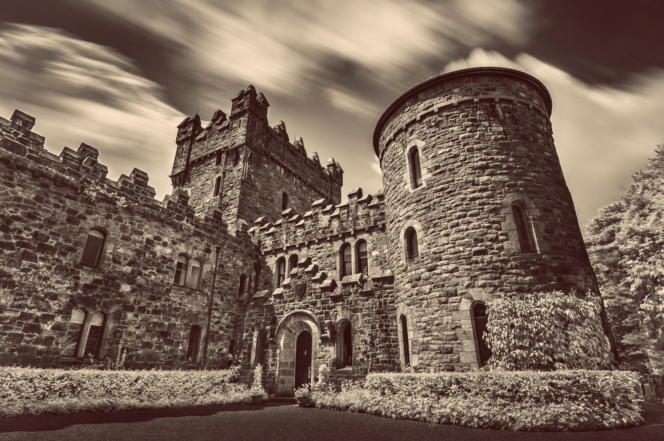 Glenveagh Castle poziome retro-MASTER COPY.jpg