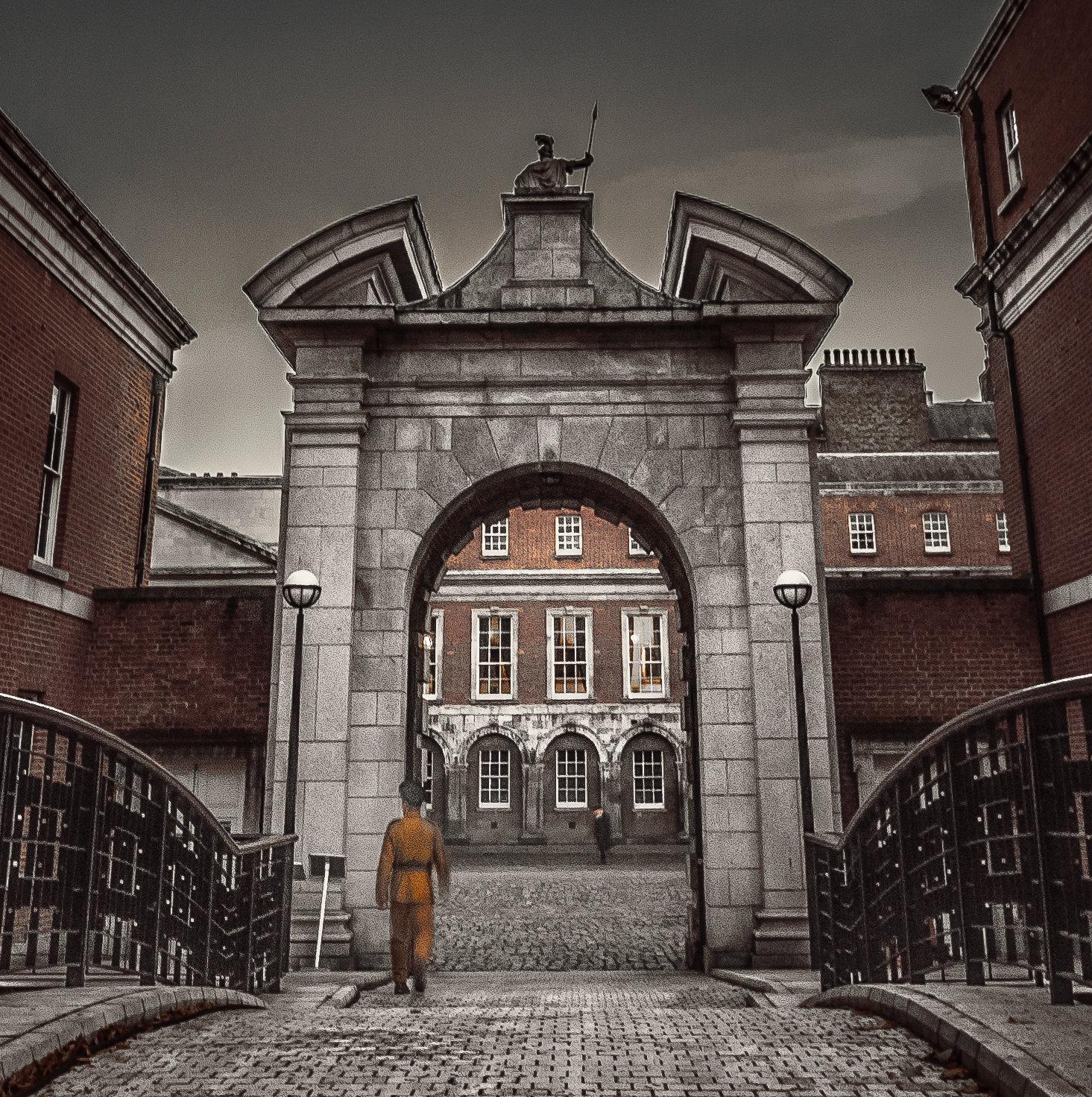 Dublin Castle SQUARE-MASTER COPY.jpg