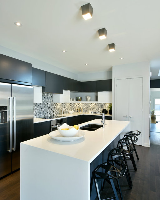 HN Homes Parkway Re-Shoot - Kitchen 004.jpg
