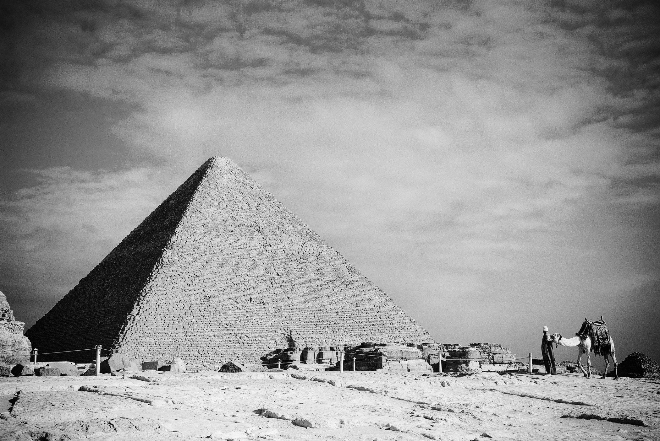 B&W Pyramid II