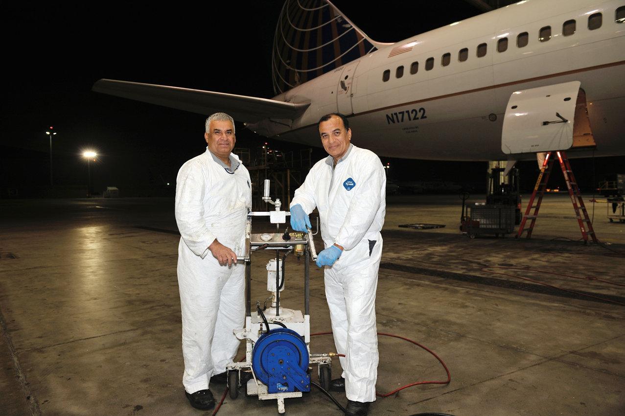 Abdul Bari and Roger Quinonez-Mechanics AMP-2.jpg