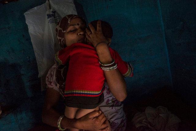 Leela a casa sua con suo figlio a Nand Nagri, Neh Delhi