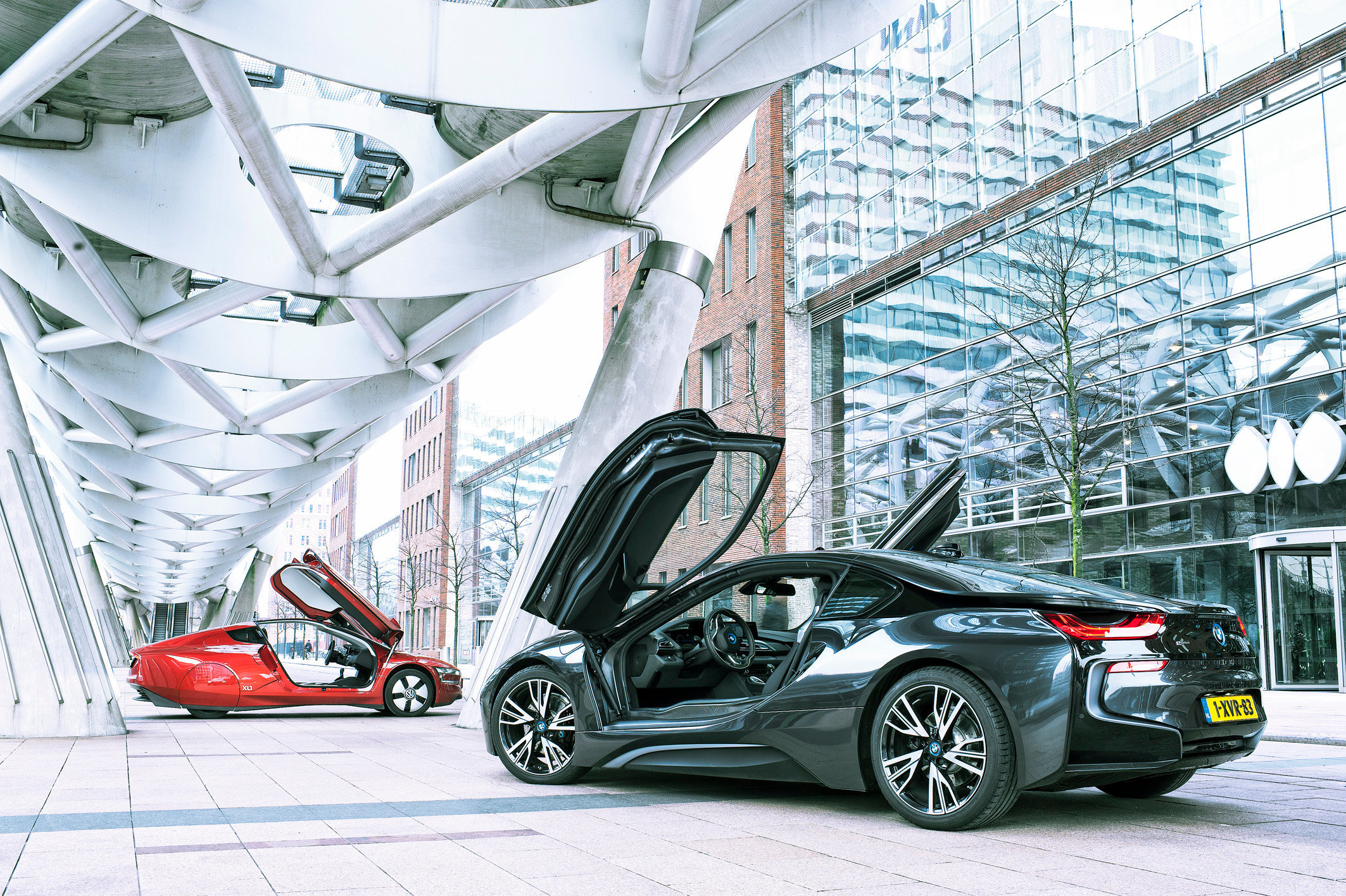 BMW I8 vs VW L1