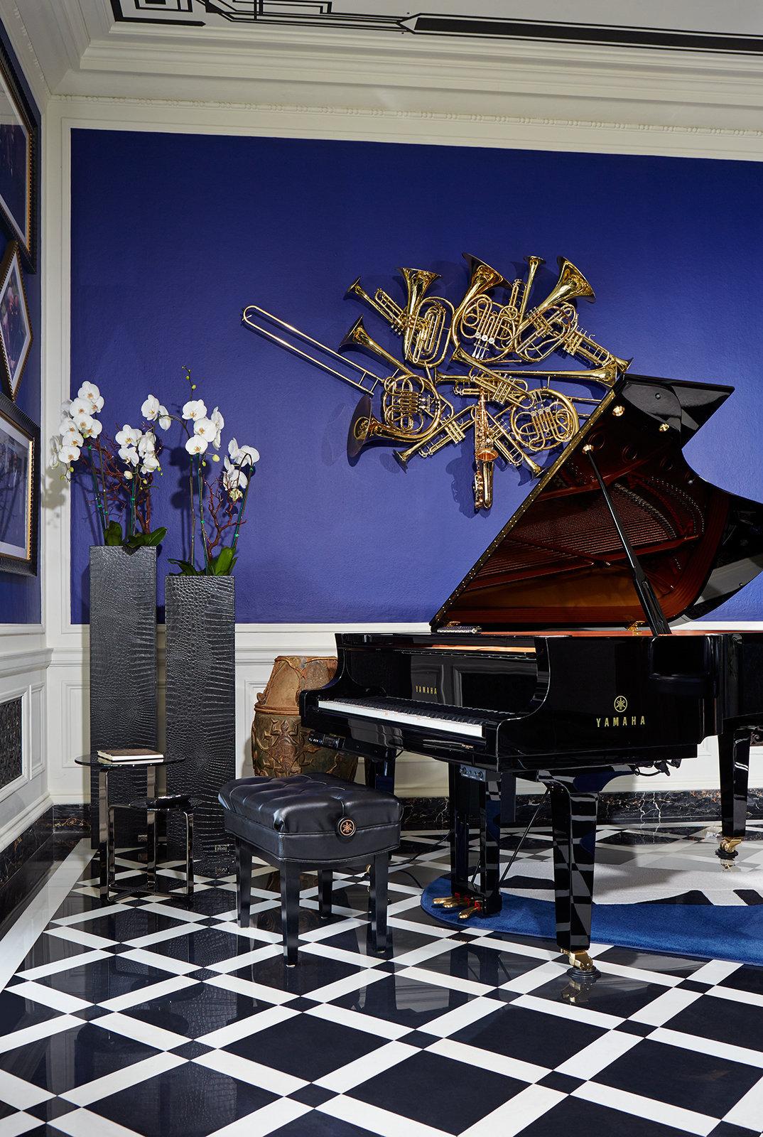 Lena_FENDIgreystone_Planters-SideTable-Piano_VB.jpg