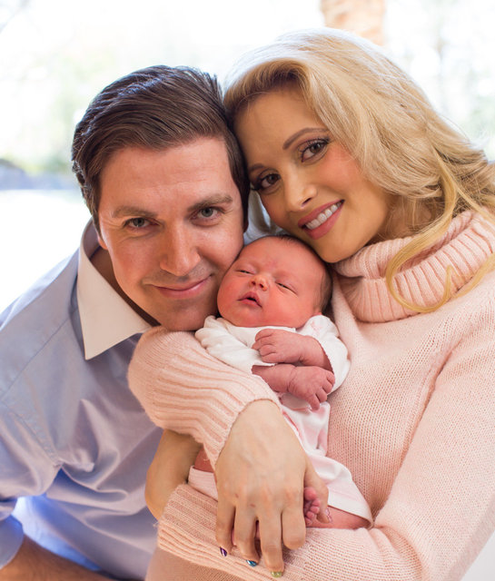 PASQUALE ROTELLA, HOLLY MADISON WITH THEIR DAUGHTER RAINBOW at 1 week old
