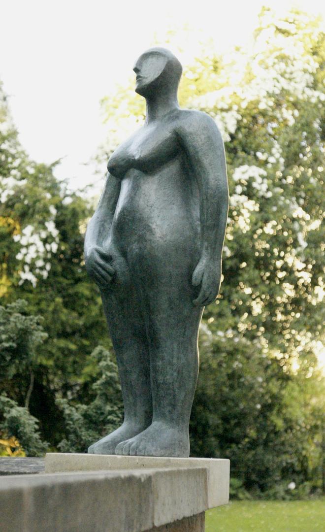 Hands on Hips, Bronze 2.jpg