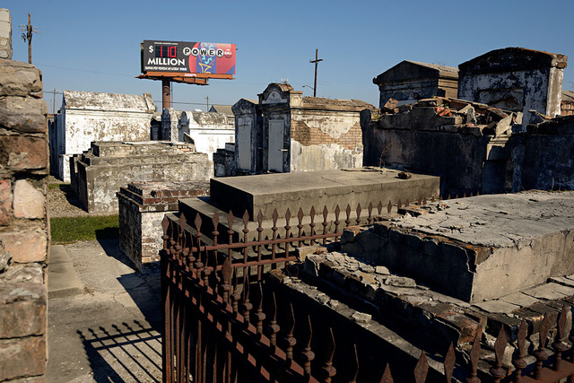 New_Orleans_cemetery.jpg
