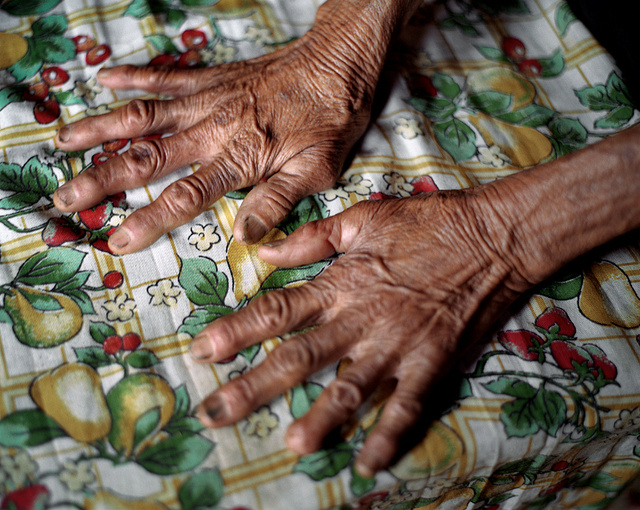 The hands of doña Lena
