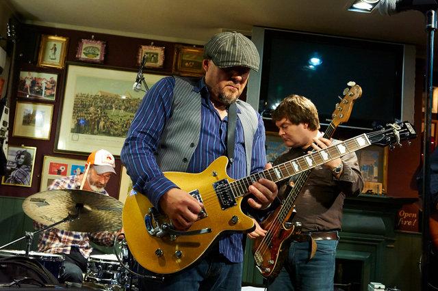 Alan Darby's Guitars Deluxe