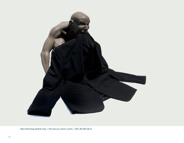 Mann frisst Anzug.jpg