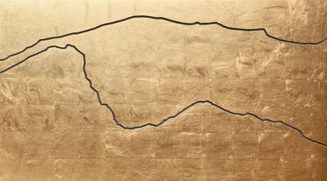 """NOEL4854_""""IM GEBIRGE"""", 2004_Blattgold auf Linoleum_51x92x7-cm.jpg"""