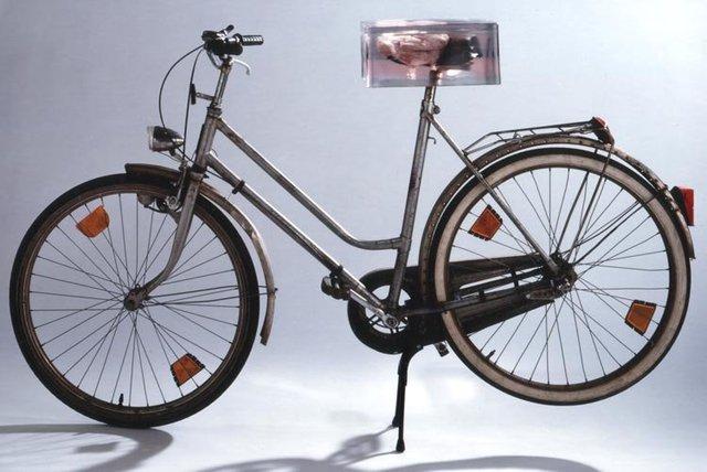 Tanja-S.F.-Slawik-Hoffmann-Skulptur-Fahrrad-Beinscheibe_.jpg