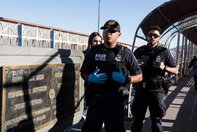 Polizia di frontiera_US Customs and Border Protection_Paso del Norte Port Entry_El Paso_DSC6168.jpg