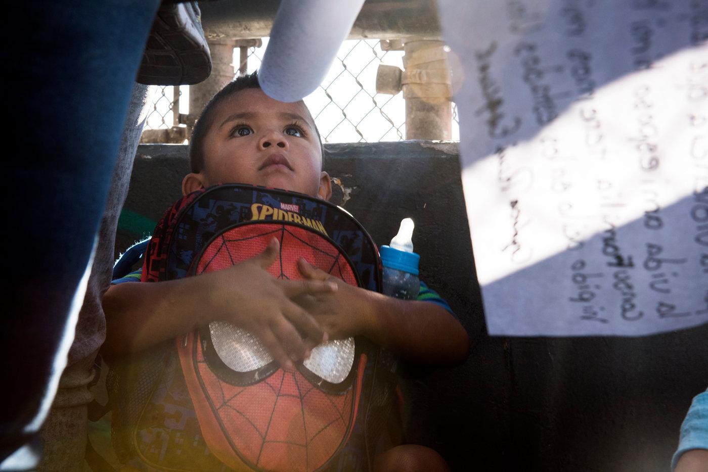 I bambini delle due famiglie richiedenti asilo_accompagnate da Annunciation House__DSC6222.jpg