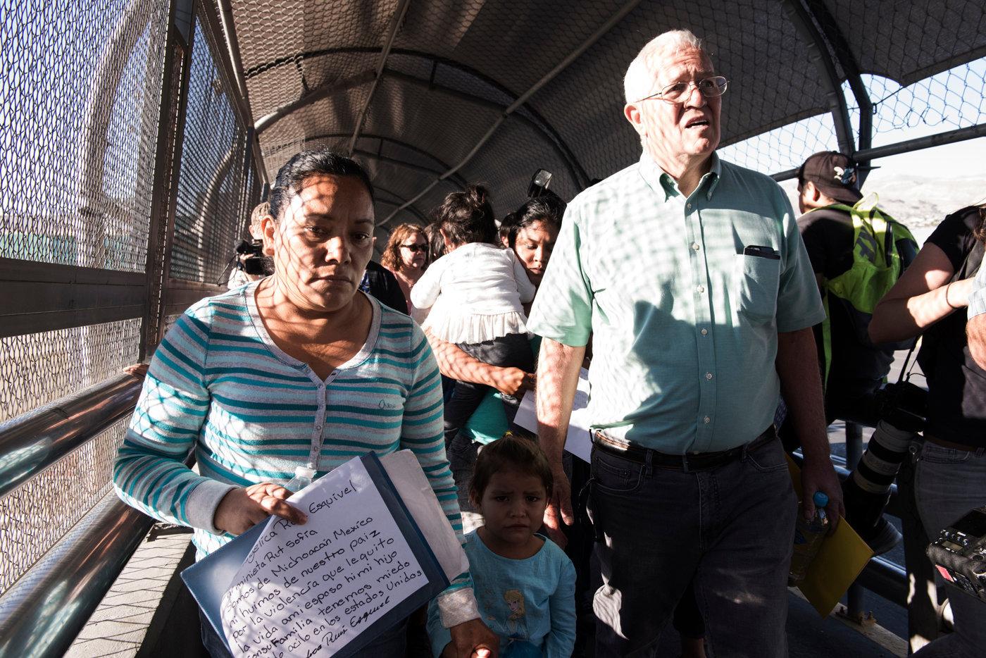 Una delle donne richiedenti asilo  tenta ingresso negli USA accompagnata da Ruber Garcia_DSC6093.jpg