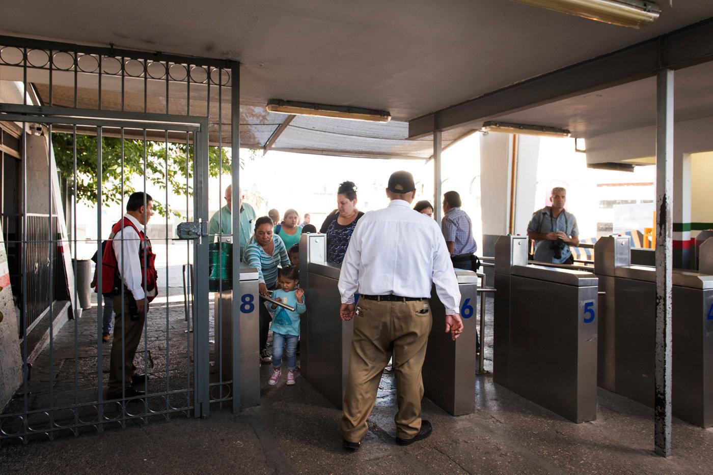 Una delle donne richiedenti asilo  tenta ingresso negli USA accompagnata da Ruber Garcia_DSC6030.jpg
