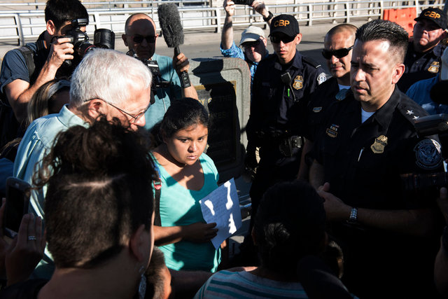Polizia di frontiera_US Customs and Border Protection_Paso del Norte Port Entry_El Paso_DSC6155.jpg