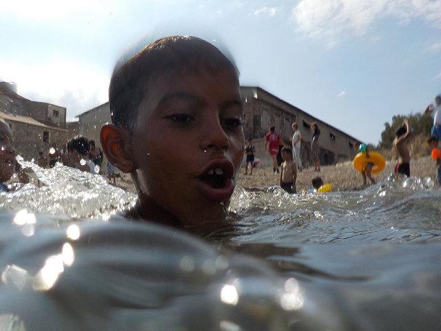 Lesbo_Lezioni di nuoto a bambini rifugiati_2