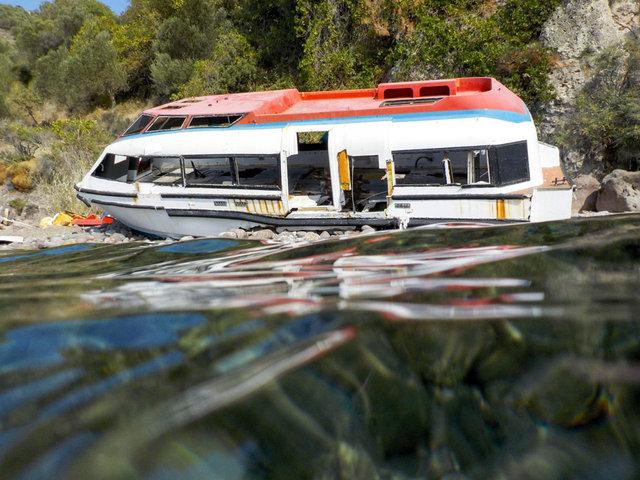 Lesbo- Resti di un imbarcazione che ha trasportato migranti naufragata