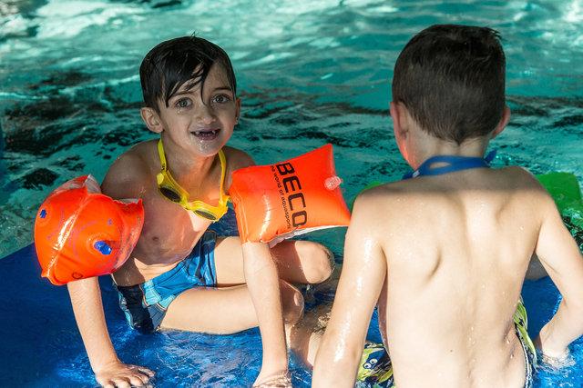 Begleitung-Flüchtlinge-schwimmen-23.jpg