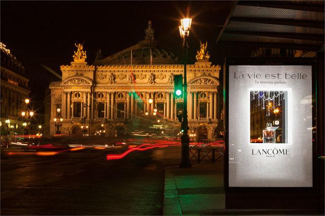 La-Vie_est-Belle-Opera-de-nuit.jpg