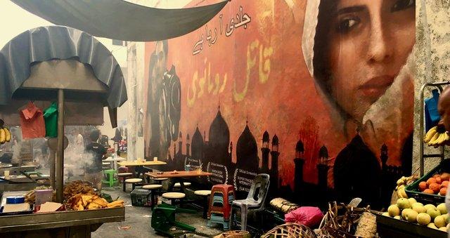 Location Dress - Pakistan market street