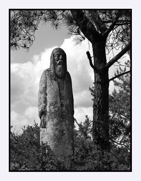 Grand prêtre, chemin de croix de Callac