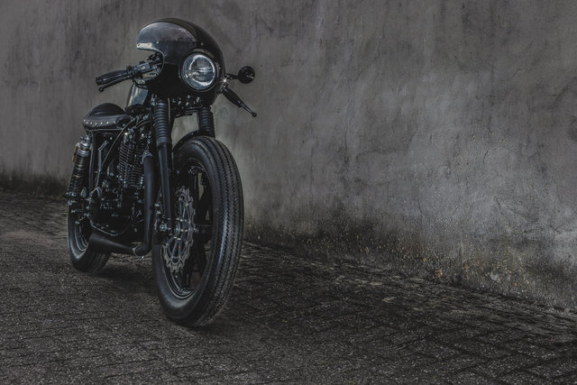 SR500 Café Racer by motogadgets