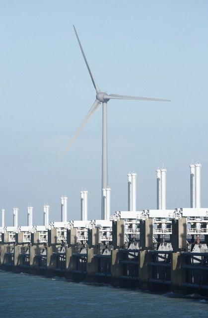 zeeland - stormvloedkering met windmolen