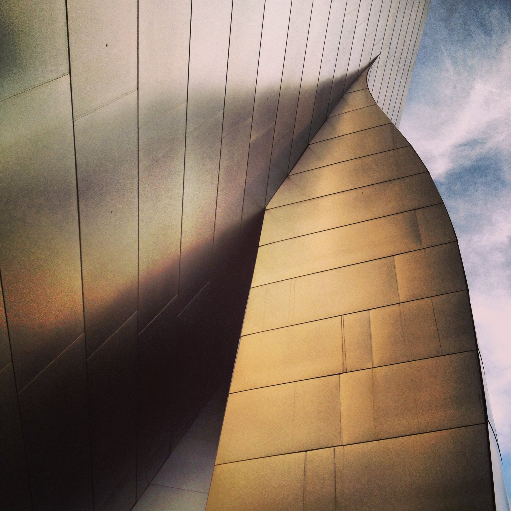 WALT DISNEY CONCERT HALL - GOLD 10