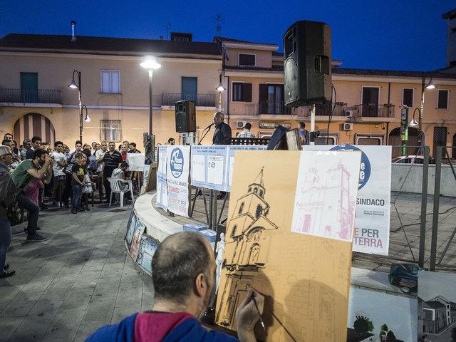 46. L'ultimo comizio di Renato Natale prima del ballottaggio.