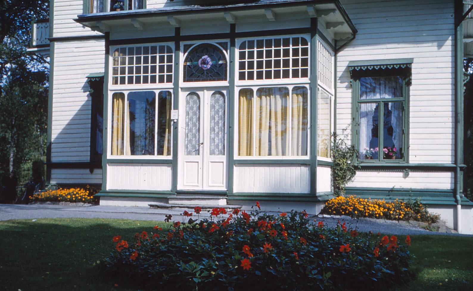 1191 (2) Hopp. Serre villa van Grieg