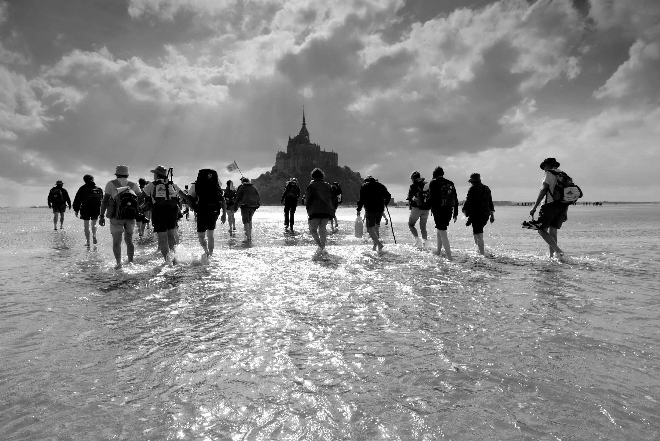 Pèlerins traversant la baie à la Saint-Michel