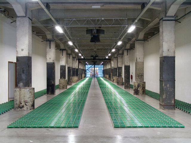 Beer kilometer, 2004, W139, Loods 6, 6015 canettes de 50 cl, dimensions variables, Amsterdam