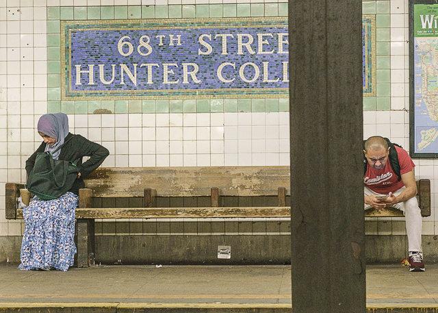 WomanHeadScarfGreenBag_DSC9397-1.jpg