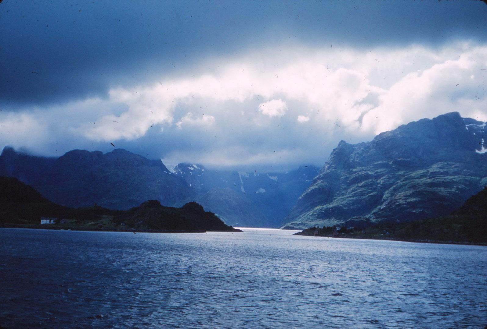 1136 (24) Ingang Trollfjord