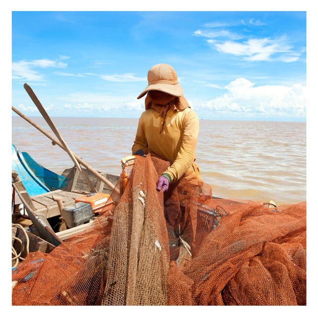 Tonel-Sap-Lake,-Cambodia-lake-woman-photographer-nico-stipcianos.jpg