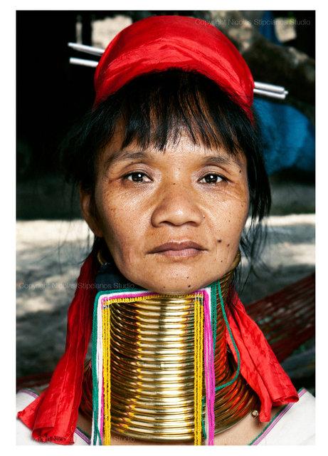 0002_mother-kayan-tribe_nicolas_stipcianos_photographernico.jpg