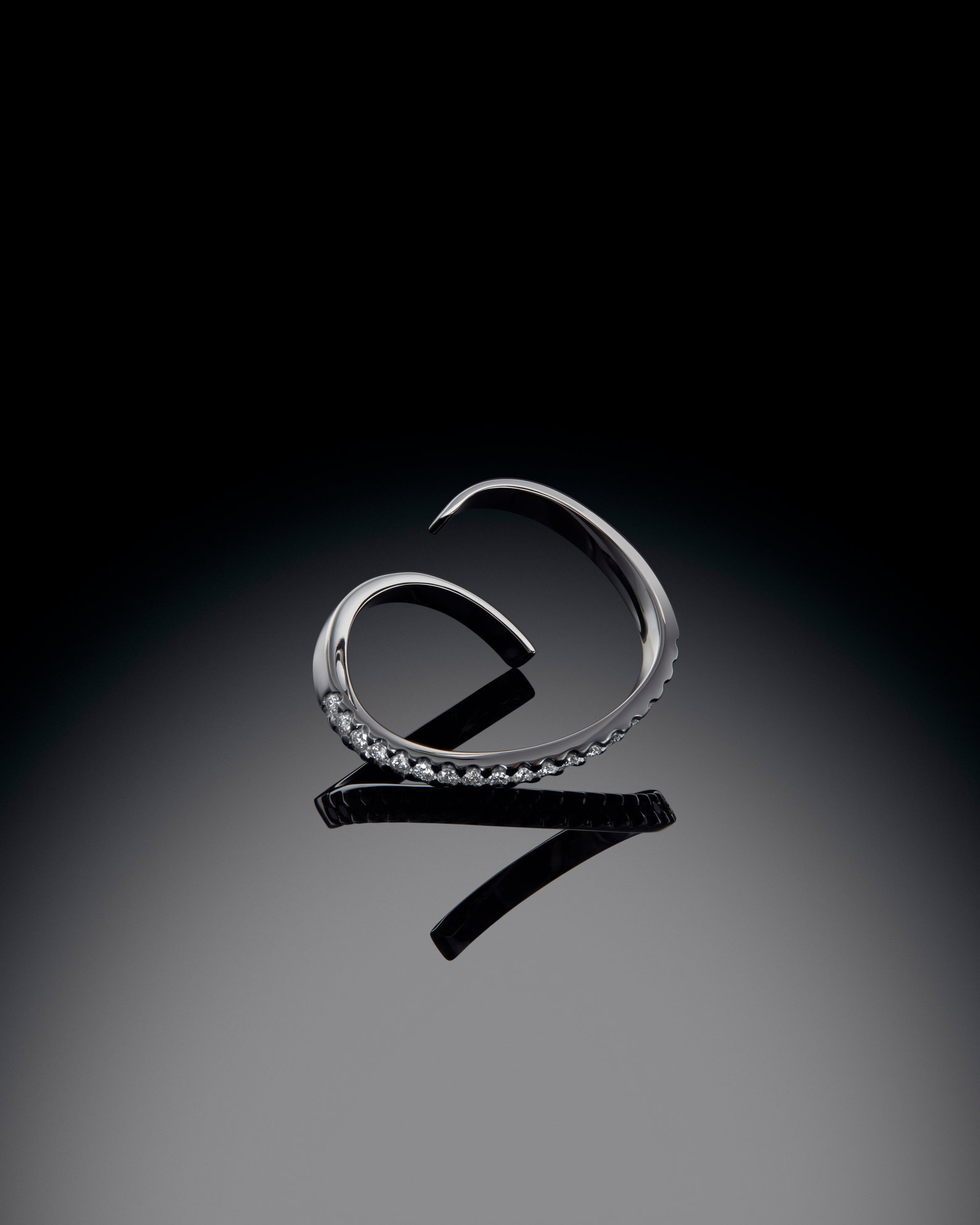 Shot2_Ben Reeves-Anfray Jewellery_V3.jpg