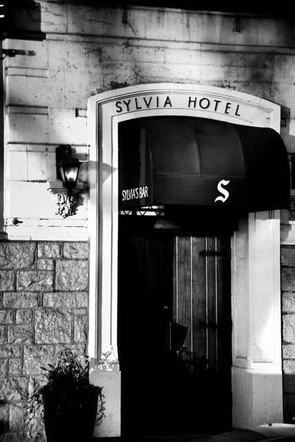 Sylviabw-16.jpg
