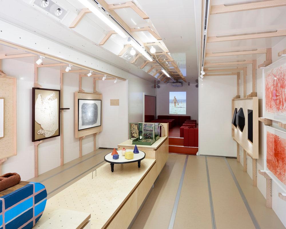 design oeuvres. Black Bedroom Furniture Sets. Home Design Ideas