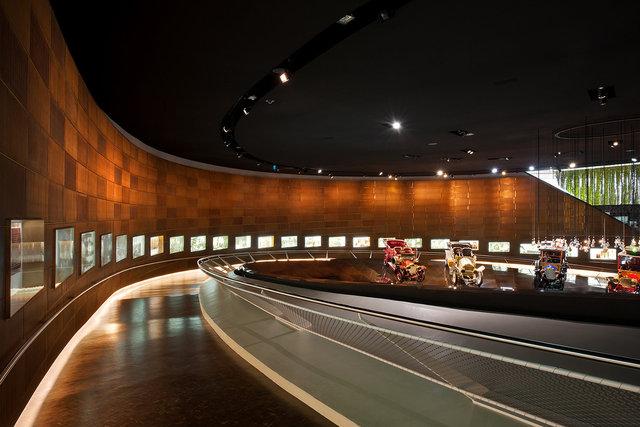 Museumsfotografie-Mercedes-Museum-9.jpg