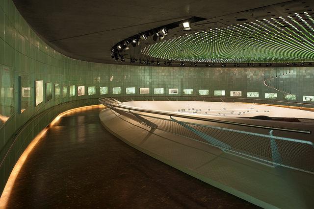 Museumsfotografie-Mercedes-Museum-10.jpg