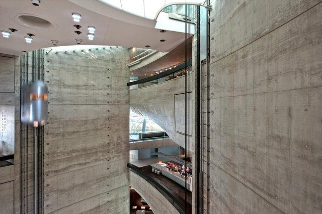 Museumsfotografie-Mercedes-Museum-7.jpg
