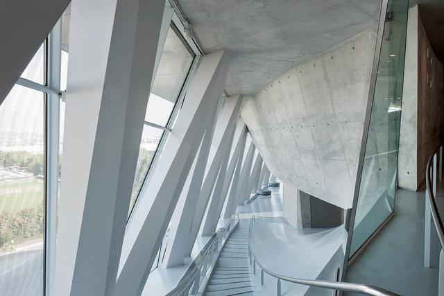 Museumsfotografie-Mercedes-Museum-12.jpg